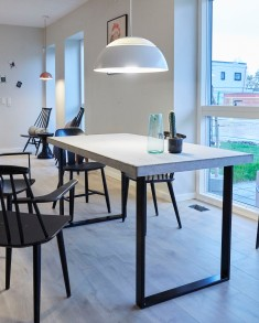Spisebord + Arne Jacobsen lampe